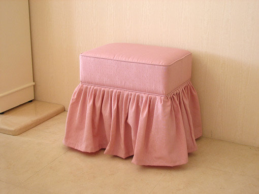 輸入■オーダー家具■プリンセス家具■オットマン■ピンクドットモアレ■フリルスカート