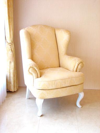 輸入家具■オーダー家具■プリンセス家具■ウィングチェア■シャンパンゴールドの張り地■脚:ホワイト