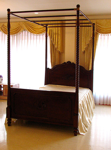 輸入家具■オーダー家具■プリンセス家具■天蓋付きベッド■セミダブルサイズ■ビバリー&薔薇の彫刻■ブラウン色