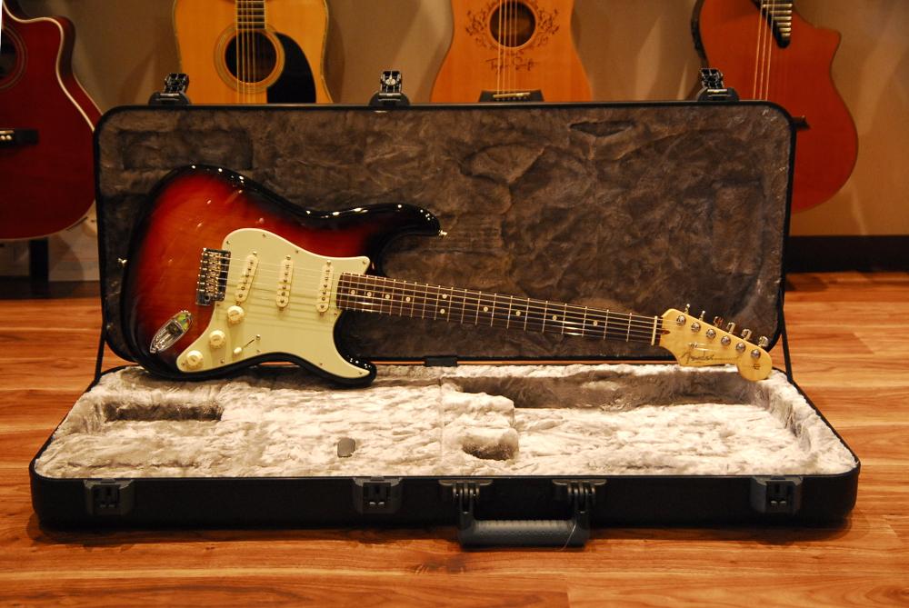 【送料無料】Fender フェンダー [0193900700] American Professional Stratocaster 3-Color-Sunburst エレキギター/ストラトキャスター
