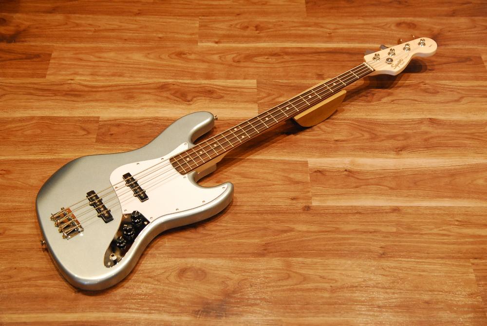 【送料無料】Squier by Fender フェンダー スクワイヤー Affinity Series Jazz Bass RN SLS (Slick Silver) [0310760581] ジャズベース/スリックシルバー