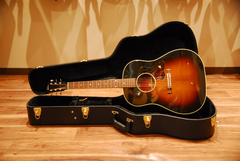 Gibson J 35 Vintage Collectors Edition With Thermally Aged Adirondack Red Spruce Top Acoustic Guitar Limitation Model