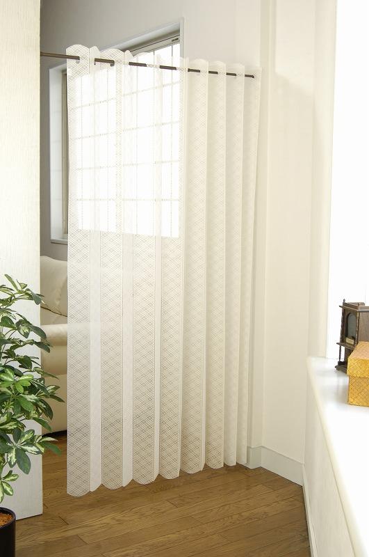 格子柄の軽やかなレースタイプの目隠しカーテン 約9cm幅で好きなサイズに切れるのが魅力的 アコーディオンタイプなので 端に寄せた時の見た目もすっきり 当店一番人気 あす楽対応 残りわずか 180x180cm 目隠しカーテン 格子柄 K-03 のれん 日本正規品