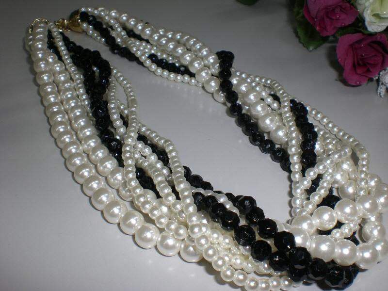 パーティー用素敵なネックレスです 超豪華 即出荷 パールの輝き 店内全品対象 8連ネックレス白黒