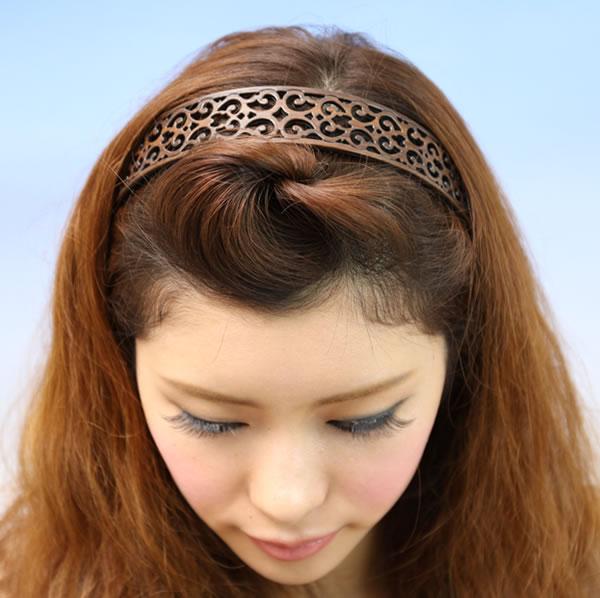 日本製 絶品 人気 ヘアアレンジ まとめ髪 カチューシャ 木目調 ブランド品 ウッド調 すかし彫り すかし細工 痛くならないカチューシャ アラベスク文様調 樹脂素材