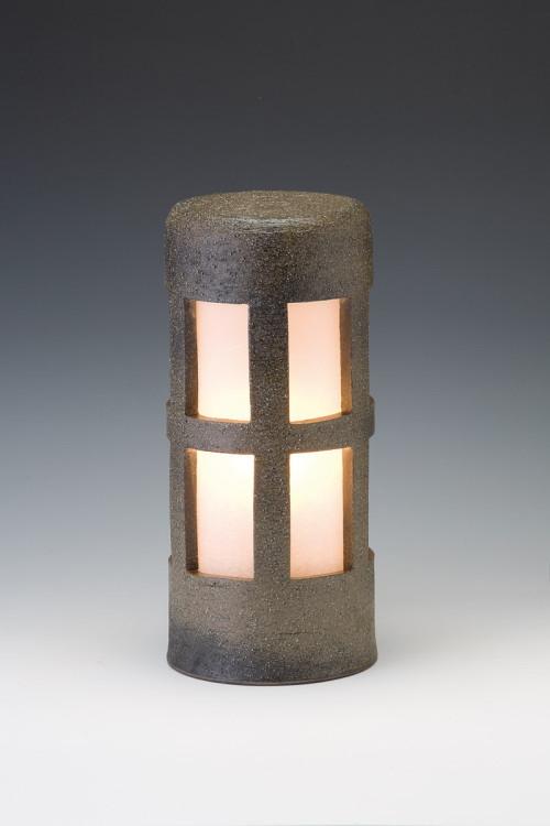 風格を感じる 陶器製ガーデンライト 窯元の職人が手作りした逸品 送料無料 信楽焼ガーデンライト 森のあかり 爆売りセール開催中 モスグリーン 直径12.5cm×高さ29cm ベランダ 屋外 防雨型 物品 置き型 日本製 和風 ライト おしゃれ