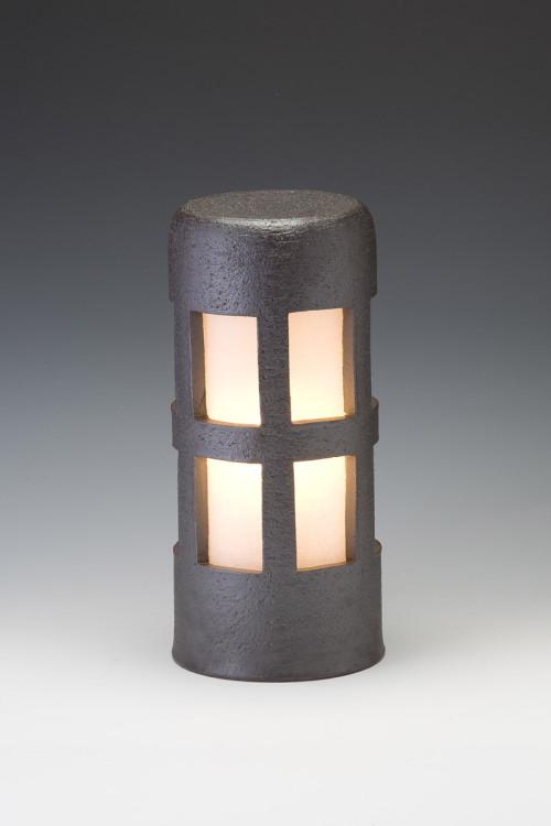 風格を感じる 陶器製ガーデンライト 窯元の職人が手作りした逸品 送料無料 信楽焼ガーデンライト 森のあかり ブラック 送料無料でお届けします 直径12.5cm×高さ29cm ライト 今だけ限定15%OFFクーポン発行中 日本製 置き型 防雨型 屋外 和風 ベランダ おしゃれ