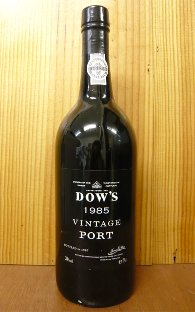 ダウ ヴィンテージ ポート 1985 ダウ社 (シルヴァ アンド コーセンズ社 サイミントン一族) 赤ワイン ワイン やや辛口 750mlDow's Vintage Port [1985] Symington Family (Silva & Cocens)