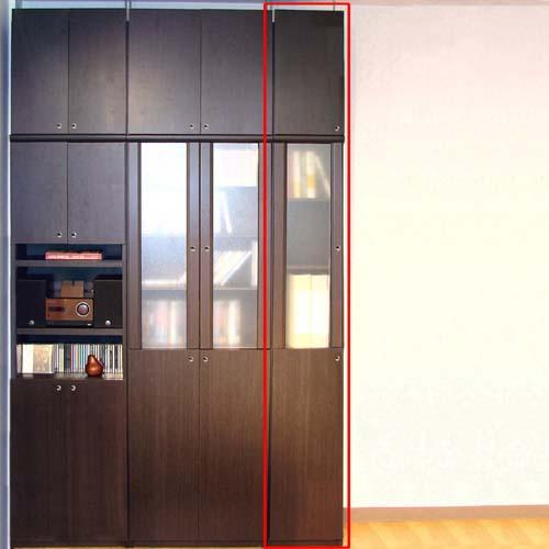 スリム収納木製本棚高さ208~217cm幅15~24cm奥行40cm厚棚板(耐荷重30Kg) 本体棚扉サイズ:全面扉(上部半透明)(高さ=ラック高さ178cm+突張棚高さ23cm+伸縮突張金具)半透明片開き扉スリム収納木製本棚