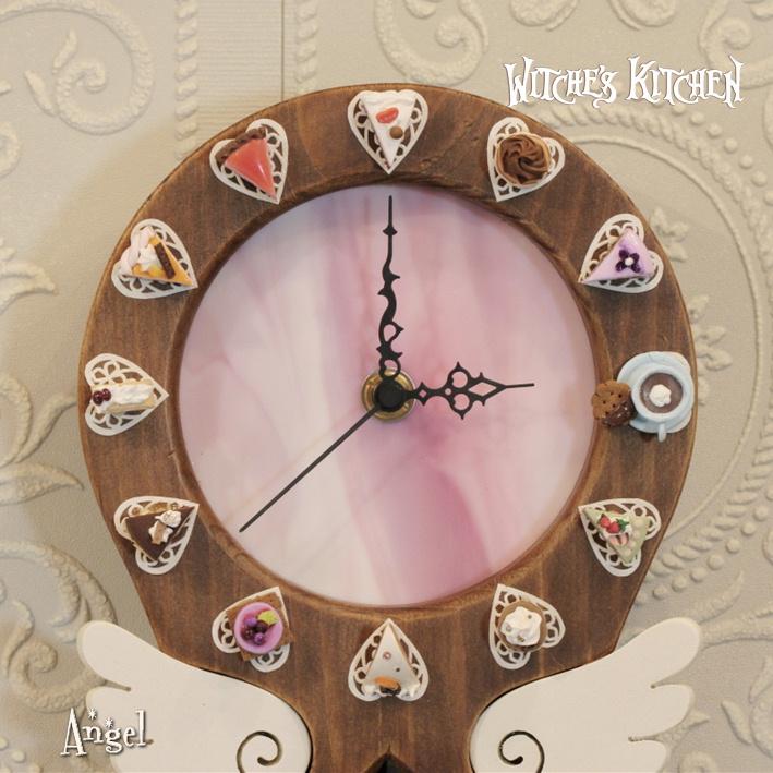 壁掛け時計【Angel Pink・エンジェルピンク】ステンドグラス と フェイクスイーツ の 振り子時計 | かわいい 可愛い 天使 ミニチュア ケーキ