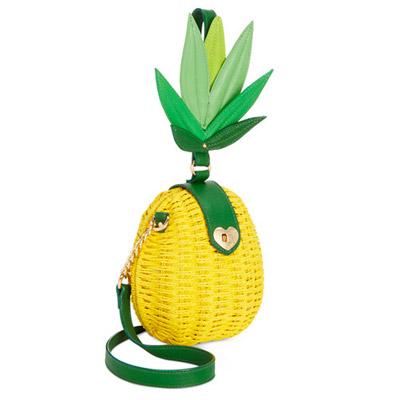 ベッツィージョンソン ショルダーバッグ Betsey Johnson Pineapple Small Crossbody (Yellow) パイナップル スモール クロスボディ(イエロー) レディース 新作 正規品 日本未入荷 アメリカ買付 海外通販 バッグ ポシェット ミニバッグ