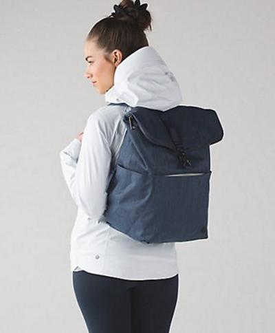 倒有點像普拉達女性運動袋上升 & 閃耀背包天文藍色倒有點像普拉達公司 2016年新真正美國購買美國進口