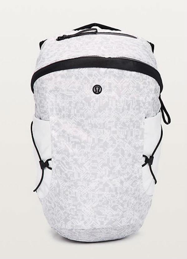 ルルレモン レディース スポーツ バッグRun All Day Backpack II(13L) ホワイト Prism Dsh Alpine White French ClayLululemon ルルレモン新作 本物 正規品 アメリカ買付 USA直輸入