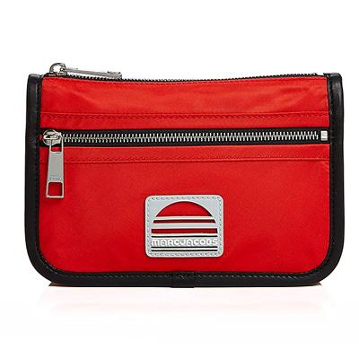 マークジェイコブス 化粧ポーチ MARC JACOBS Medium Nylon Cosmetic Bag (Poppy Red) ミディアム ナイロン コスメポーチ (レッド) 新作 正規品 アメリカ買付 バッグ コスメケース メイクポーチ メイクアップポーチ 小物