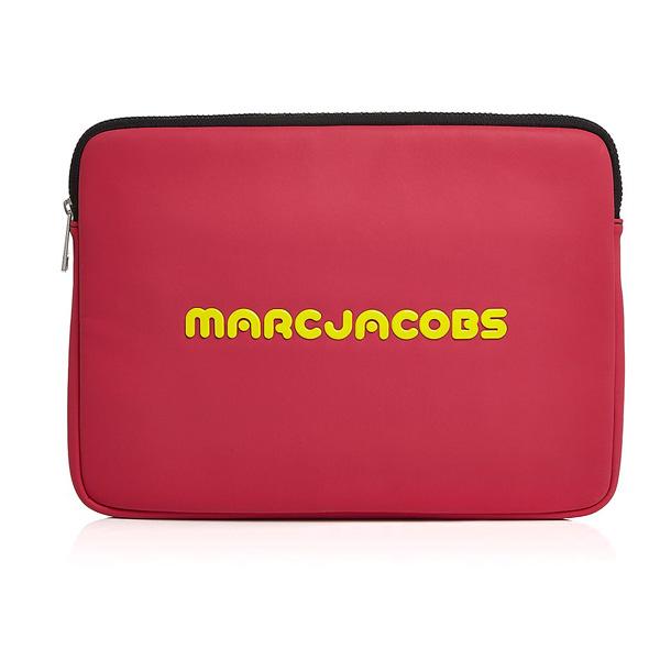 マークジェイコブス ノートパソコンケース M0014125 MARC JACOBS Sport Neoprene 13 Computer Case (Pink) ネオプレン ロゴ PCケース 13インチ (ピンク) Neoprene Logo 13