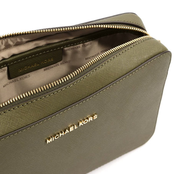 f94594f5d66253 A simple leather shoulder bag. A style wearing well womanfully is  attractive! ◇MICHAEL KORS ...