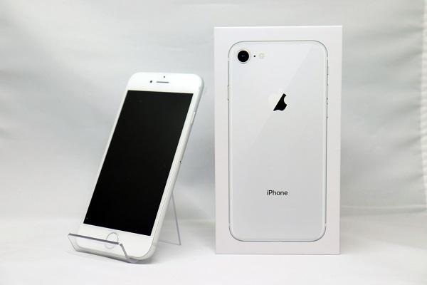 【中古】Softbank iPhone8 64GB シルバー ABランク<中古携帯>(代引き不可)6570