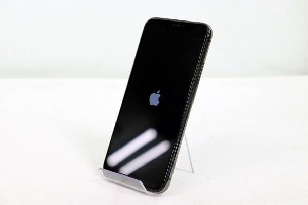 【中古】au iPhoneXS 64GB スペースグレイ Bランク<中古携帯>(代引き不可)6574