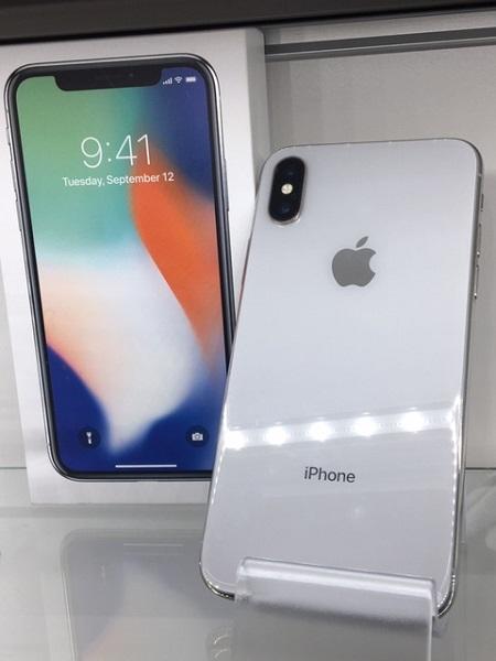 【中古】docomo iphoneX 256GB シルバー ABランク<中古携帯>(代引き不可)6582
