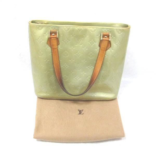 7b8d1f7b09e69  Brand  Louis Vuitton  Model  M91053  Serial  TH0021  Color  yellow green   Material  Vernis  Specification  in Pocket x 1 zipper inside pocket x 1 d