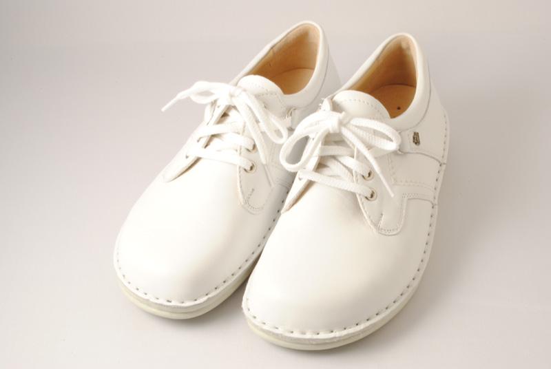 [送料無料] 1日10000歩以上歩くといわれる看護士の方には丈夫でしっかりと足をサポートする靴がおすすめです。finncomfort(フィンコンフォート) ナーシュシューズ 1000 ホワイト【ご注文後のキャンセル・返品不可となります。】
