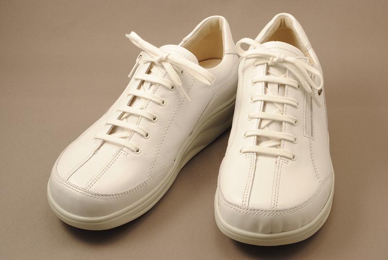 [送料無料] 1日10000歩以上歩くといわれる看護士の方には丈夫でしっかりと足をサポートする靴がおすすめです。finncomfort(フィンコンフォート)フィンナミックシリーズ ナーシュシューズ 2913 OTARU ホワイト【smtb-KD】fsp2124