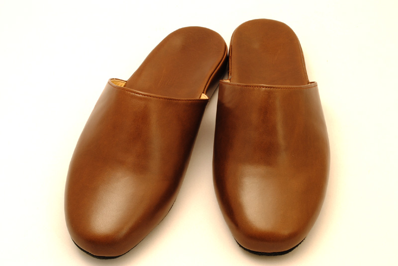手作りの本革スリッパ。本革ならではの味わいがあります。履きこむ事で価値がでてきます。 本革スリッパ 男性用 181255ML 牛革 ブラウン