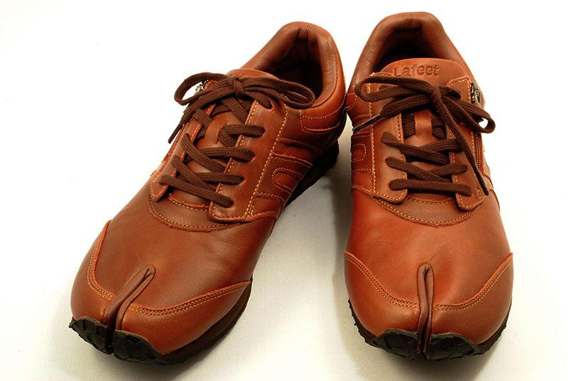 足袋型ウォーキングシューズ ラフィート ブラウン レザー レザー ブラウン ラフィート 足の本来の機能を使ってしっかりと歩けます。上級シューフィッターおすすめの1足です。, 東脊振村:5354815b --- byherkreations.com