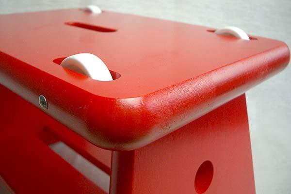 ユシーラ社のローラー椅子 赤