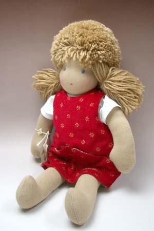 ごっこ遊びにかかせない!抱き心地抜群の ジルケ人形(大)女の子 金髪赤ポッケ