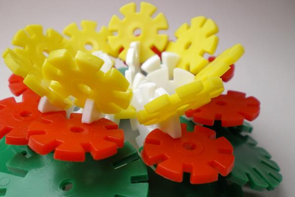 遊び方色々 買物 歯車型の構成玩具 ロンディ 人気急上昇 大小140gセット