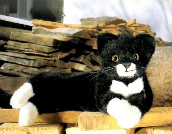 【最大1200円OFFクーポン配布中】ケーセン ねそべり猫(小)黒 【ケーセン 動物 出産祝い 誕生日 赤ちゃん ベビー 1歳 2歳 3歳 ぬいぐるみ】