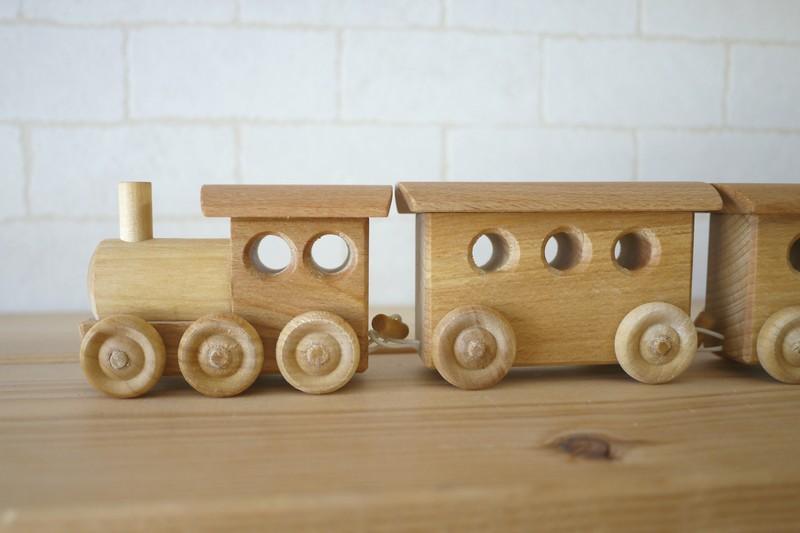 木のおもちゃ 木製 正規激安 車 くるま 蒸気機関車 木製の客車 キャンプヒル 汽車 出産祝い お誕生日 男の子 AL完売しました。 列車 シンプル 木製のくるま 木の車