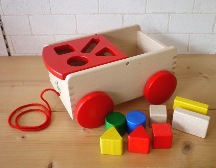 【すぐに使えるクーポン配布中】ニック社 nic N車付ポストボックス 赤 型はめ くるま 車 プルトーイ 木のおもちゃ 出産祝い ドイツ製 1歳 2歳 3歳