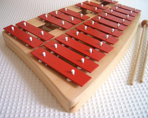 【すぐに使えるクーポン配布中】【特割】ゾノア社 SONOR 二段メタルフォン NG30 正規輸入品【木のおもちゃ 楽器 鉄琴 木製 木製玩具 ゾノア メタルフォン】