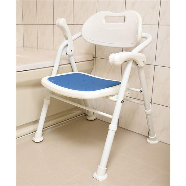 【送料無料】折りたたみ シャワーチェア/風呂椅子 【ホワイト×ブルー】 背もたれ・はね上げ式ひじ掛け付き 大きめ座面【代引不可】