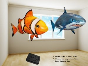 Air Ranger Remote Controlled Swimmers Flying Clownfish and Shark Toy (Set of 2) おもちゃ