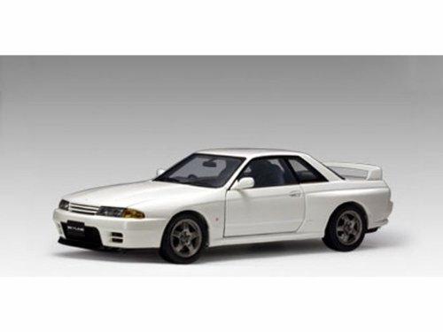 ダイキャストカー 日産 スカイライン GTR R32 ニスモ クリスタルホワイト 1/18