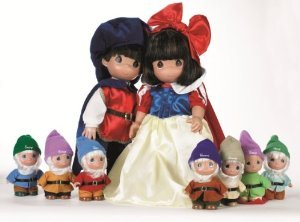 Precious Moments Disney (ディズニー)Snow White, Prince, & Seven Dwarfs Set of 9 Dolls ドール 人形