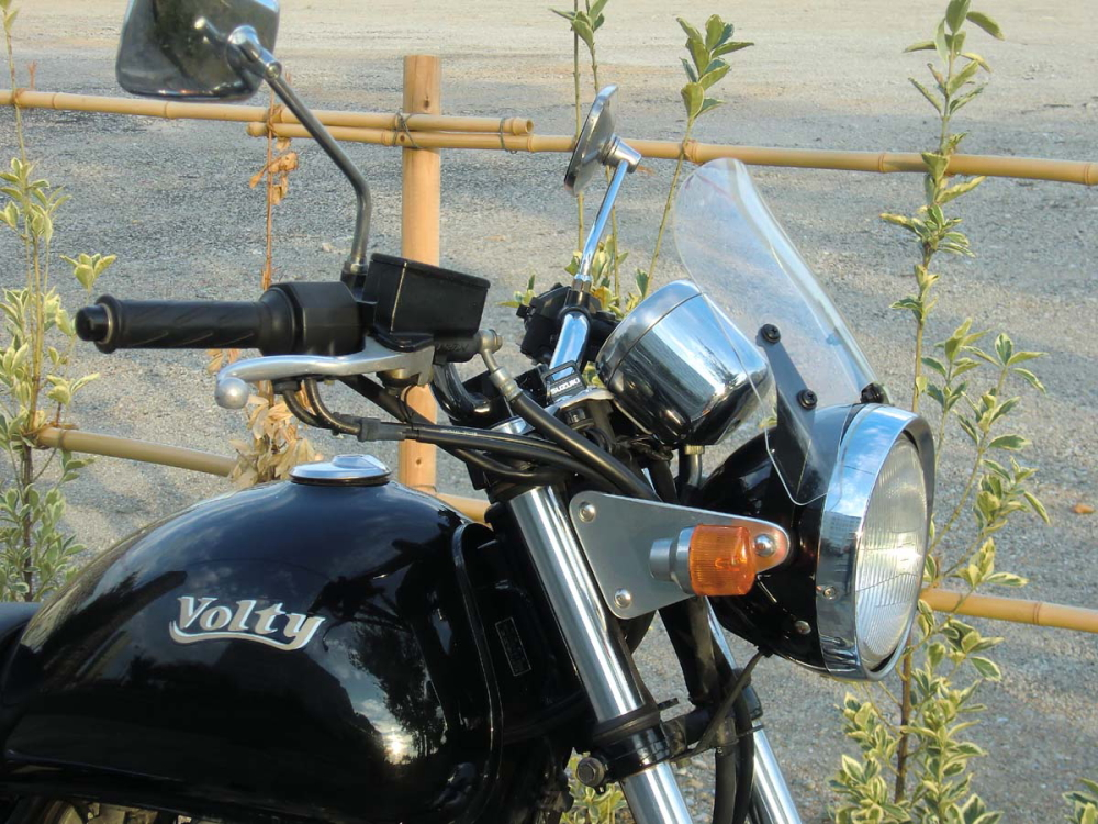 メーターバイザー ウインドシールド ドレスアップ 在庫一掃 カスタムパーツ 最新アイテム ボルティー Volty 汎用 ミニカウル 風防 バイク用 クリア スモーク ウインドスクリーン