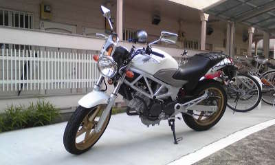 メーターバイザー ウインドシールド ドレスアップ カスタムパーツ VTR250 汎用 バイク用 新品未使用 ウインドスクリーン スモーク モデル着用 注目アイテム クリア 風防 ミニカウル