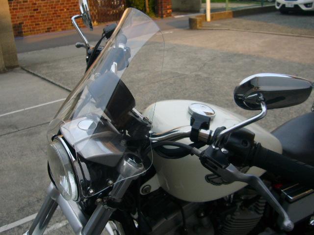 HD ハーレー XLH883 スポーツスター 取り付けバンド付 汎用ウインドスクリーン [WS-09] 風防 クリア スモーク