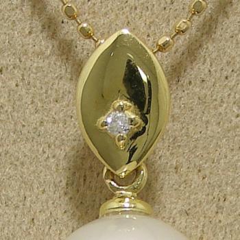 「ゴールドリーフのペンダントトップ金具(K18)」(真珠用)[n5]