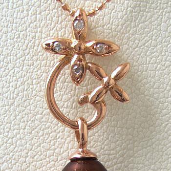 「フラワーダイヤペンダントトップ金具(K18PG)」(真珠用)[n5]