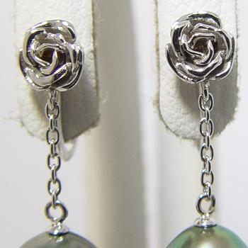 「バラモチーフイヤリング金具(K14WG)」(真珠用)[n5]