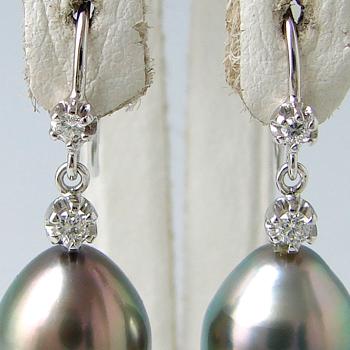 「左右4粒のダイヤが輝くピアス金具(K18WG)」(真珠用)[n5]