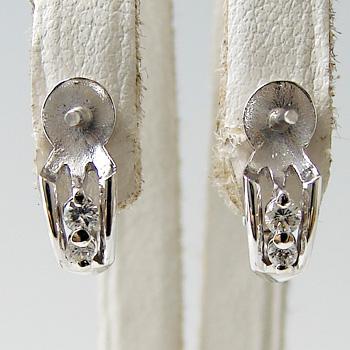「2粒ダイヤが縦に並んだデザイン直結(スタッド)イヤリング金具(K18WG)」(真珠用)[n5]