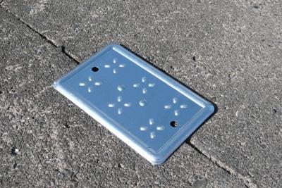 溝フタ 溝穴 側溝用穴カバー 穴カバー 新作製品 売れ筋 世界最高品質人気 溝の隙間 側溝溝の穴をカバーMサイズ 1個 セフティープレートセーフティープレート品番:ST-M足元安全 落下防止 隙間カバー