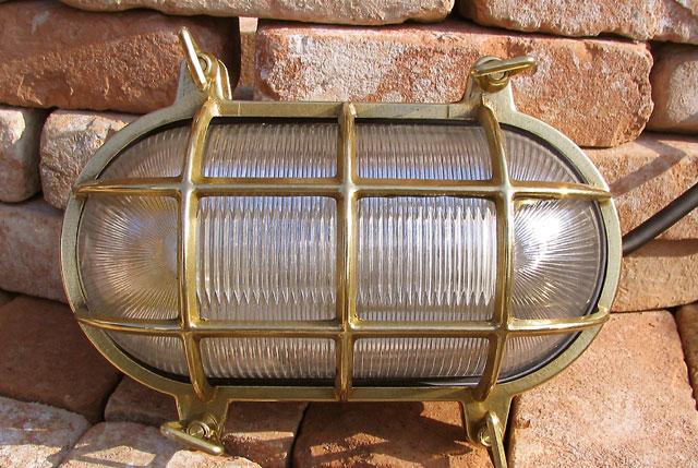 【送料無料】真鍮が持つ質感!枕木や門柱に取り付けよう!楕円型デッキライト