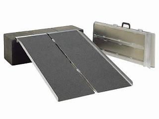 【送料無料】ポータブルスロープ アルミ2折式タイプ PVS090 長さ91cm【代引き不可商品】【イーストアイ】